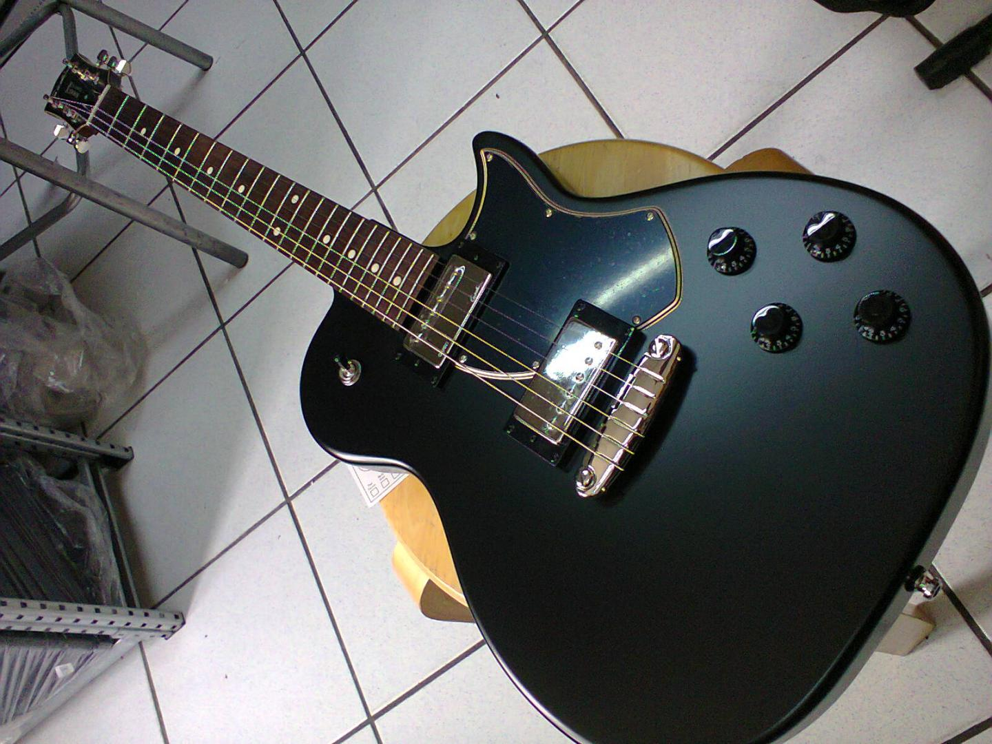 GODIN Summit Classic SG Mat Black HB 047147 GUITARE ELECTRIQUE NOIR MAT. CORPS TILLEUL CANADIEN. MANCHE ERABLE. TOUCHE PALISSANDRE.  2 MICROS HUMBUCKER CUSTOM GODIN. 2 VOL. 2 TON. SELECTEUR 3 POS. ACCASTILLAGE CHROME