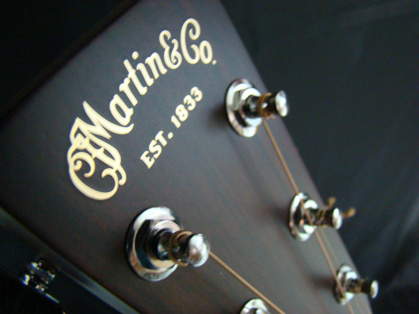 MARTIN D18 GUITARE ACOUSTIQUE **MADE IN USA** NATURELLE VERNIE. TABLE EPICEA MASSIF. MANCHE ACAJOU MASSIF. TOUCHE & CHEVALET EBENE. DOS ECLISSES ACAJOU MASSIF. MECANIQUE CHROME MARTIN PLAQUE ECAILLE. ¤¤AVEC ETUI¤¤